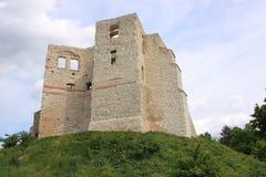 Kazimierz Dolny door de rivier van tnevistula (Polen) - de ruïnes van het kasteel Royalty-vrije Stock Foto's
