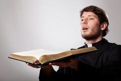 Kaznodzieja z biblią Obrazy Royalty Free