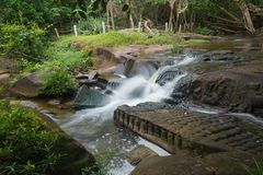 Kbal Spean der Geheimniswasserfall auf Kulen-Gebirgsstrecke  lizenzfreies stockfoto