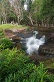 Kbal Spean der Geheimniswasserfall auf Kulen-Gebirgsstrecke  lizenzfreie stockfotografie