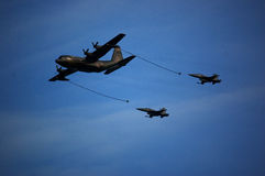 KC-130 refuelling two F-5 Royalty Free Stock Photos