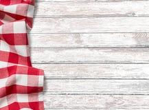 Küchentischhintergrund mit rotem Picknickstoff Stockfotografie