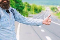 Kciuka up znaka nie praca w wiele częściach świat Ręka kciuka gesta próby up przerwy samochodowy drogowy tło Kciuk lub ręka obraz royalty free