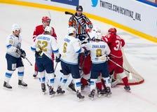 Keaton Ellerby (6) i Talgat Zhailauov (8) atak Obrazy Royalty Free