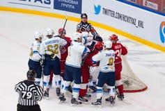 Keaton Ellerby (6) och Talgat Zhailauov (8) attack Royaltyfria Bilder