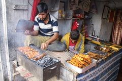 Kebab卖主在印度 图库摄影