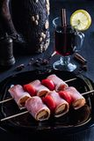 Kebab бекона с обдумыванным вином стоковое изображение rf