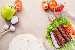Kebab Быстро-приготовленное питание Восточная еда Стоковые Фотографии RF