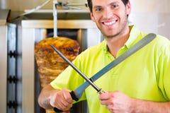 Kebab - горячее Doner с свежими ингридиентами стоковые фото
