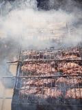 Kebab зажарено на дыме Взгляд сверху стоковые фотографии rf
