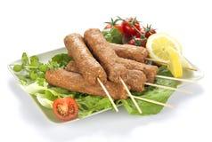 Kebab auf dem Steuerknüppel (roh) Stockfoto
