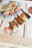 Kebab casalinghi del pollo con i peperoni e le cipolle Immagine Stock Libera da Diritti