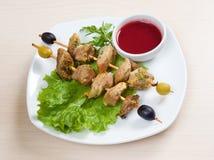 Kebab con las verduras frescas. Fotografía de archivo