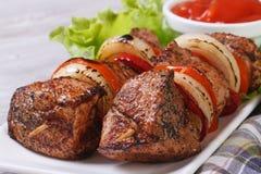Kebab con le verdure e la vista frontale della salsa Immagini Stock