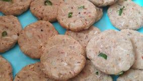 Kebab crudo piccante e saporito una cucina piccante asiatica tradizionale immagine stock