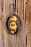 Kebab da carne ou do venison com laranjas imagem de stock royalty free