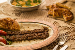Kebab de Adana del turco con arroz del bulgur Fotos de archivo libres de regalías