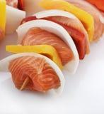 Kebab de color salmón con las verduras Imagenes de archivo