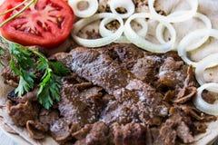 Kebab de Doner del turco en un lavash/una carne de vaca de Shawarma Fotografía de archivo