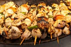 Kebab de shish de poulet à l'oignon et au poivre Images stock