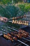 Kebab de Shish no processo de cozimento Imagens de Stock