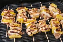 Kebab del pollo con las piñas Imagenes de archivo