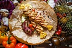 Kebab del pollo con le verdure Immagini Stock