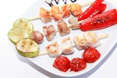Kebab del pollo sul piatto Immagine Stock