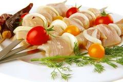 Kebab dello shish del pollo sulla zolla Immagini Stock