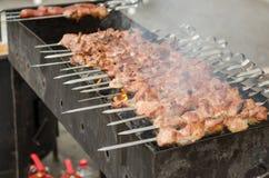Kebab en los pinchos Imágenes de archivo libres de regalías