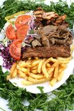 Kebab et salade de mélange de turc Photo stock