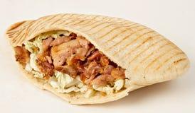 Kebab - gorący Gyros z świeżymi składnikami Zdjęcia Royalty Free