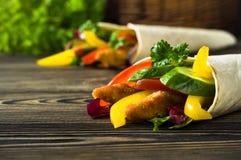 Kebab med grönsaker och höna Arkivfoto