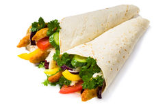 Kebab met groenten en geïsoleerde kip Stock Fotografie