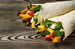 Kebab met groenten en kip Stock Foto's