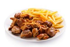 Kebab, patate fritte e verdure Fotografia Stock Libera da Diritti