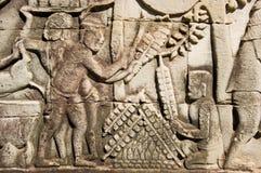 Kebab que cocina, escultura antigua, Angkor, Ca de Satay Fotos de archivo
