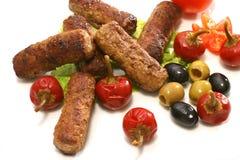 Kebab rola azeitonas e pimenta sobre o branco Foto de Stock Royalty Free