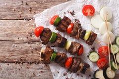 Kebab saporito con le verdure sul primo piano degli spiedi cima orizzontale Immagine Stock Libera da Diritti