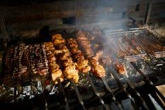 Kebab Shish зажарено в духовке на гриле стоковая фотография rf