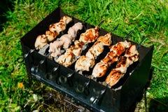 Kebab Shish зажарено на меднике стоковая фотография rf