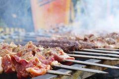 Kebab sugli spiedi Immagini Stock Libere da Diritti