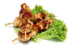 Kebab sulle foglie dell'insalata Immagini Stock