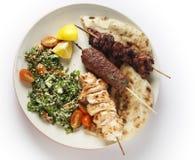 Kebab tabouleh bbq von oben lizenzfreie stockfotos