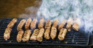 Kebaber på gallret eller grillfesten Hemlagat matbegrepp royaltyfri foto