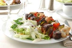 kebabs沙拉 免版税库存照片