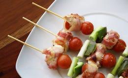 kebabs λευκό πιάτων στοκ φωτογραφίες με δικαίωμα ελεύθερης χρήσης