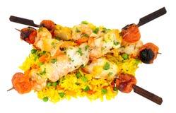 Kebabs asados a la parrilla de los pescados con arroz Fotografía de archivo