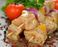 Kebabs crudos del pollo Imagen de archivo libre de regalías
