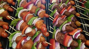 Kebabs del pollo, del cerdo y de la carne de vaca Imagen de archivo libre de regalías